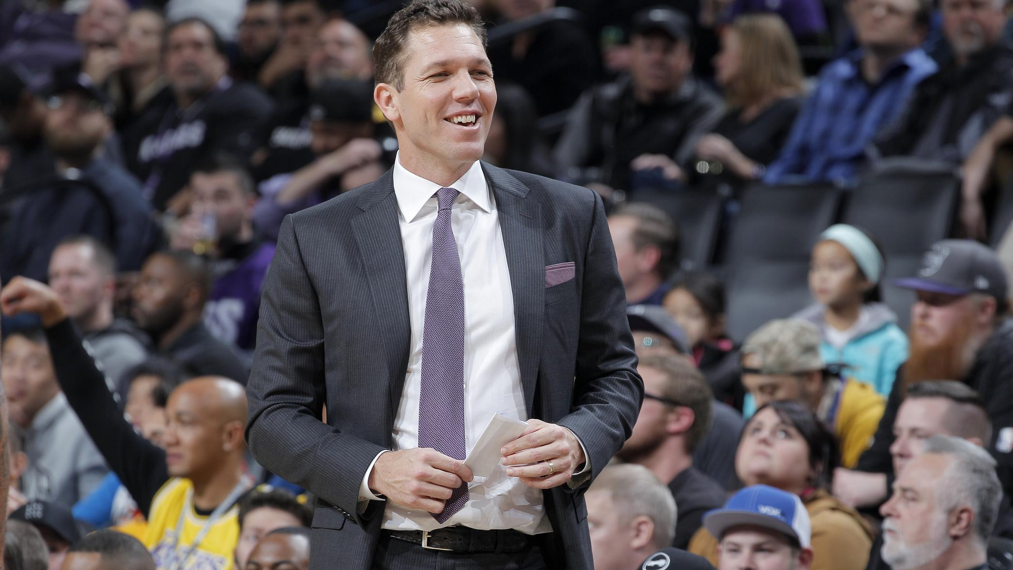 Kings officially hire Luke Walton as coach